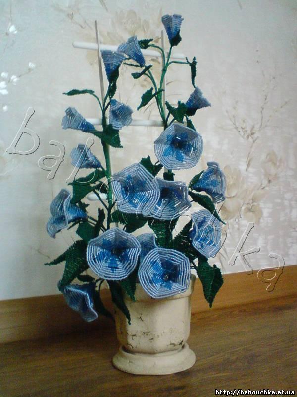 Вьюнок из бисера, который будем плести, состоит из трёх цветков: Распустившийся цветок вьюнка из бисера Схема.